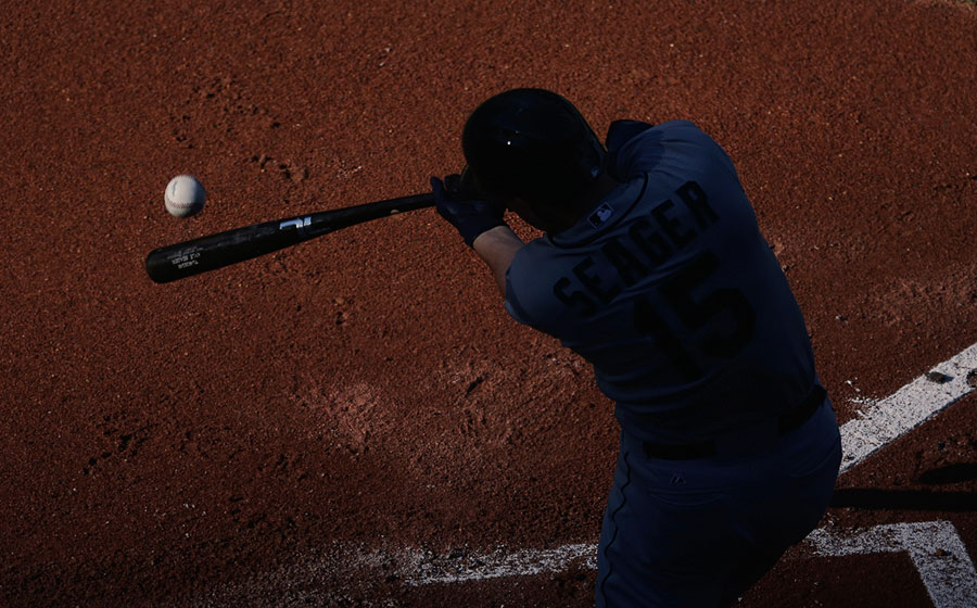 Kyle Seager swings
