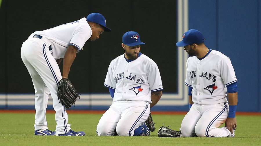 Jose Bautista gets Kevin Pillar to play along and do some kind of leg exercise in the outfield, as Ben Revere doesn?t appear to show much interest