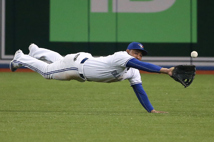 Ezequiel Carrera stretches out but can?t quite haul in a double hit by Erick Aybar